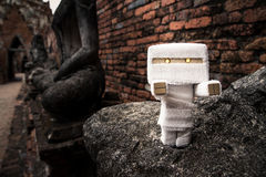 Leksakmamma i en tempel Arkivfoton
