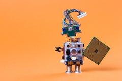 Leksakrobot med det elektroniska chipbrädet roligt huvud för tappningdesignmekanism, frisyr för elektrisk tråd, färgrika blåa ögo Arkivfoto
