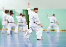 Lektion in der Karateschule lizenzfreies stockbild