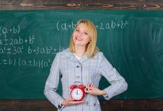 Lektionszeitplan Willkommenes LehrerSchuljahr Erfahrene Erzieheranfangslektion Wann es ist Sie interessiert sich ungef?hr stockfotos
