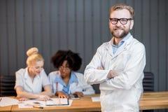 Lektorprofessor mit Studenten Stockbild