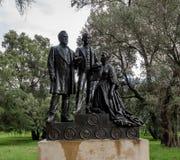 Leland en het standbeeld van Jane Stanford en Leland Stanford Junior-in Stanford University Campus - Palo Alto, Californië, de V. Royalty-vrije Stock Afbeeldingen