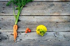 In lelijke groenten op schuurhout royalty-vrije stock afbeelding