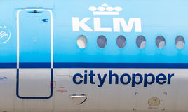 LELYSTAD, os PAÍSES BAIXOS - 9 de junho de 2016: Parques do Fokker 70 em Lel imagem de stock royalty free