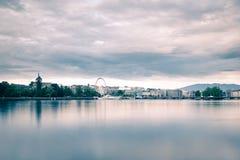 Lemańska centrum miasta linia horyzontu z Jeziornym Genewa w przedpolu obraz stock