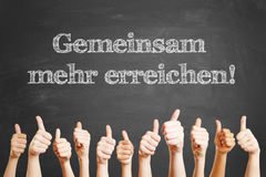 Lema alemán en la pizarra foto de archivo