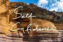 Lema de la escritura de la confianza en sí mismo en una foto fotografía de archivo