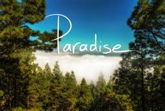 Lema de la escritura de Paradise en una foto imagen de archivo