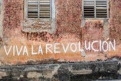 Lema de la propaganda en la pared en La Habana, Cuba fotos de archivo