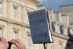 Lema somos la república en París foto de archivo