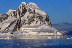 Lemaire kanal - Antarktis Royaltyfri Bild