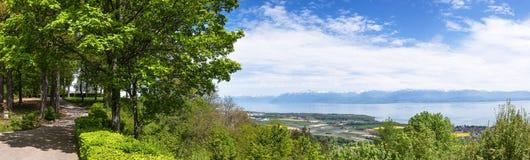 Leman湖的看法从Signal de Bougy公园的 免版税库存照片