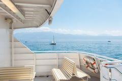 现代客船露天甲板在湖Leman日内瓦湖的 库存照片
