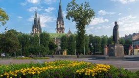 Lemberg, Kirche von Überziehschutzanlage Olha und Elizabeth, Stepan Bandera-Monument Lizenzfreies Stockbild