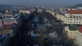 Lemberg-Stadt, Ukraine, unten Stadtmitte buidings, Brummenflug-Winterzeit, Straßen stock footage
