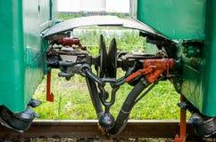 Lemberg, Ukraine - August 2015: Bahnzugwagen sausen auf den Kindern, die in Striysky-Park in Lemberg Bahn sind Stockfoto
