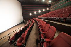 Lemberg, Ukraine - 03 30 2019: Kinotheater Planeta Kino vor Morgendarstellung Spott oben lizenzfreie stockfotografie