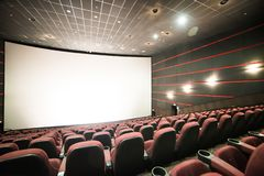 Lemberg, Ukraine - 03 30 2019: Kinotheater Planeta Kino vor Morgendarstellung Spott oben lizenzfreies stockbild