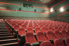 Lemberg, Ukraine - 03 30 2019: Kinotheater Planeta Kino vor Morgendarstellung Spott oben stockfotos