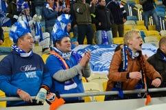 LEMBERG, UKRAINE - 20. OKTOBER: Gekleidete belgische Fans stützen das Team KA Lizenzfreies Stockbild