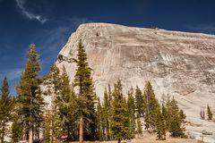 Lembert圆顶在优胜美地国家公园 库存图片