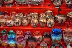 Lembranças antigas dos vasos para a venda Imagem de Stock