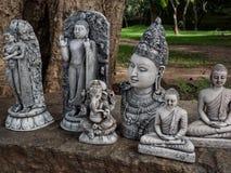 Lembranças das imagens dos deuses da Buda e do hindu na cidade antiga de Polonnaruwa, Sri Lanka Imagens de Stock
