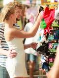 Lembranças de compra dos pares novos exteriores Imagem de Stock Royalty Free