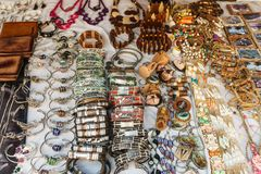 Lembranças de Cuba no mercado do turista da rua imagem de stock