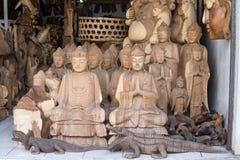 Lembranças de madeira para turistas em um mercado na ilha de Bali Ubud, Indonésia Fotografia de Stock Royalty Free