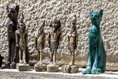 Lembranças do turista para a venda perto da esfinge em Giza no Cairo, Egito Foto de Stock