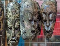 Lembranças: máscaras feitas da madeira, simbolizando emoções humanas Fotografia de Stock