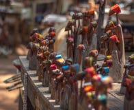 Lembranças para a venda, mercado do ofício de Suazilândia foto de stock