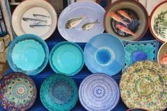 Lembran?as cer?micas coloridas vendidas fora Em Mani interna, Peloponnese, Gr?cia imagens de stock royalty free