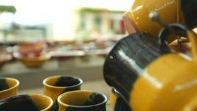 Lembran?as gregas Embarca??es da cer?mica, copos, pratos e lembran?as feitos a m?o, bonitos filme