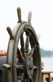 Leme de madeira velho do navio Imagens de Stock Royalty Free