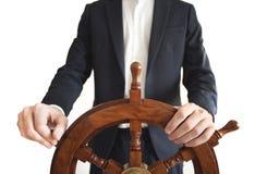 Leme do navio da terra arrendada do homem de negócios isolado no branco imagem de stock