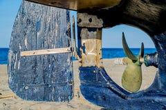 Leme e hélice de um barco Fotografia de Stock