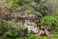 Lemo is de plaats van de klippenbegrafenis in Tana Toraja, Zuiden Sulawesi, Indonesië royalty-vrije stock foto's