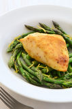 Lemon chicken with asparagus Royalty Free Stock Images