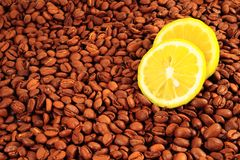 Lemon on Coffee Beans Royalty Free Stock Images