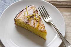 Lemon drizzle cake. With lemon rind Royalty Free Stock Images
