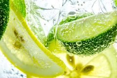 Free Lemon Drop In Fizzy Sparkling Water, Juice Royalty Free Stock Photos - 108223638