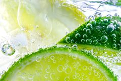 Free Lemon Drop In Fizzy Sparkling Water, Juice Royalty Free Stock Image - 108224126