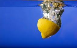 Lemon Falling in Water Royalty Free Stock Photos