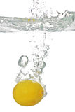 Lemon falls into the water Royalty Free Stock Photos