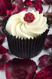 Lemon flavoured cupcake with a red rose Royalty Free Stock Photography