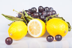 Lemon and grapes Royalty Free Stock Photos
