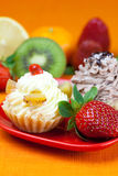 Lemon,mandarin,kiwi,cake and strawberries Royalty Free Stock Photo