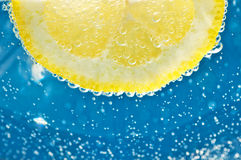 Lemon in mineral water Royalty Free Stock Photography